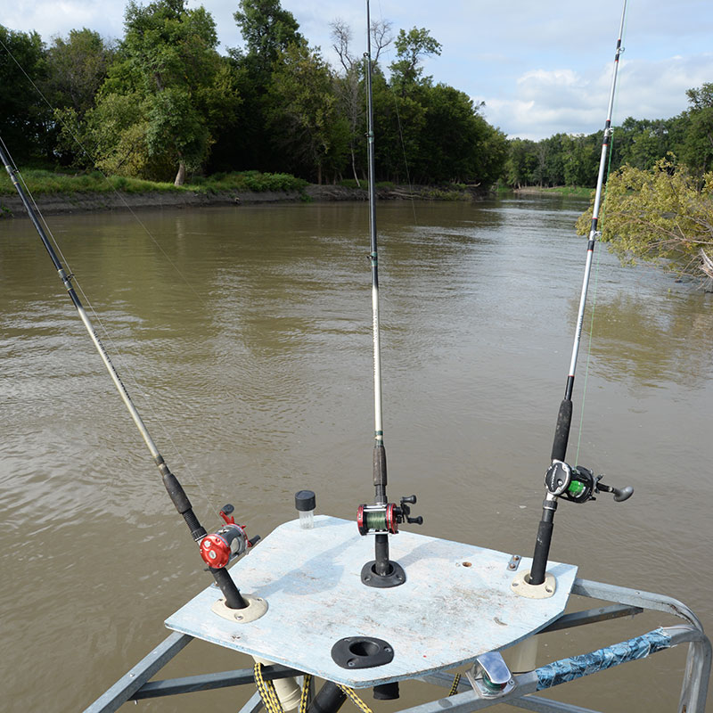 Netnewsledger channeling angler efforts toward catfish for Best river fishing boat